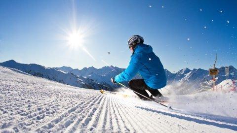 skifahrer kreuzwiese zillertal